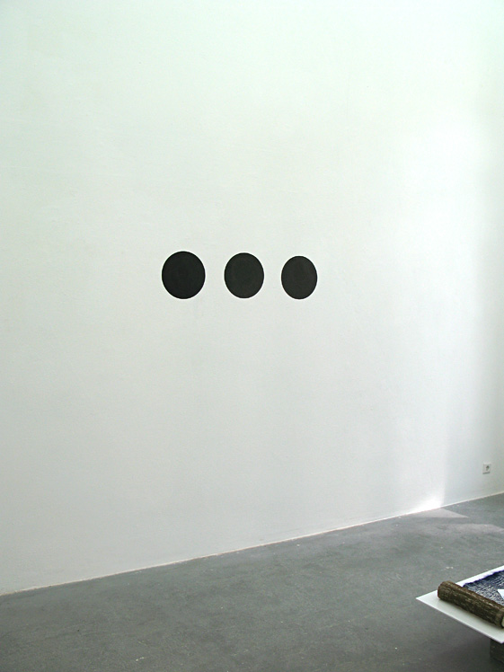 Punt, Pupil, Fantoompunt | Point, Pupil, Phantom Point | Karin van Pinxteren | ink on wall | 2013