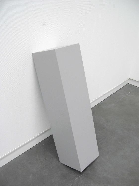Deal with me | Karin van Pinxteren | pedestal + stamp | Museum De Pont