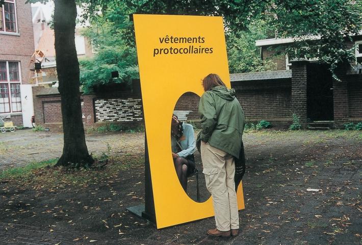 Vêtements Protocollaires | Hostess performance |Karin van Pinxteren | Argument, Tilburg | 2000